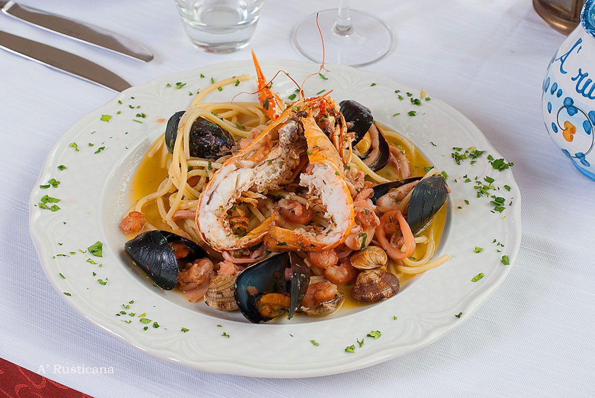 Seafood linguine (a kind of pasta)